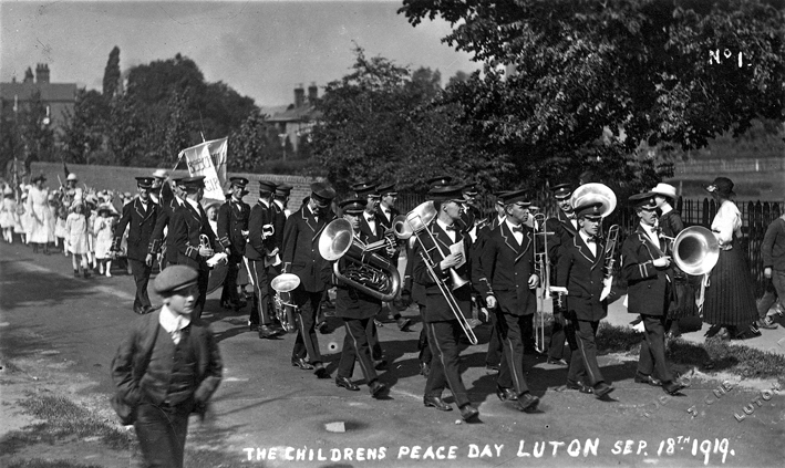 Children's peace march to Luton Hoo 1919