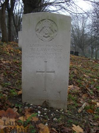 Pte Walter Lawrence headstone