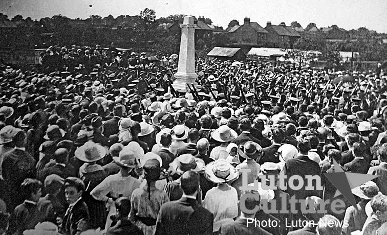 Leagrave War Memorial unveiling