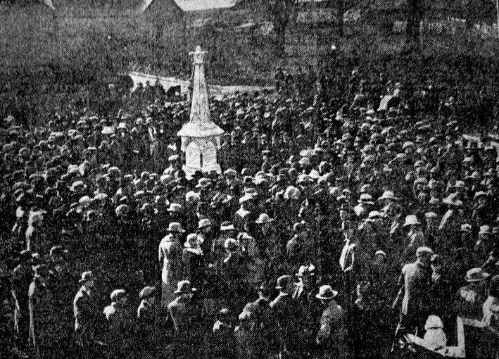 Stopsley War Memorial unveiling 1921